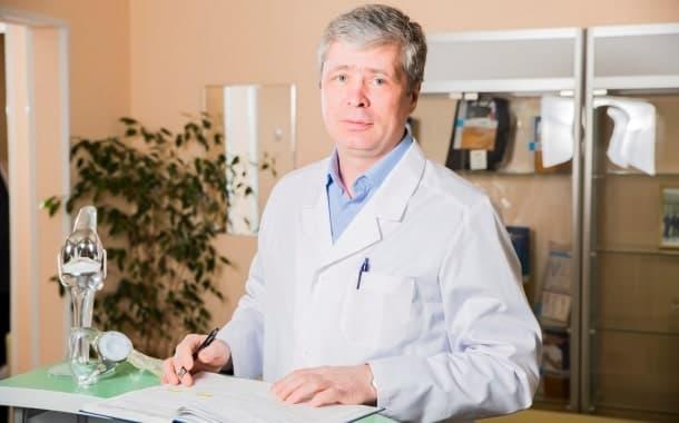 Курзов Л.Г., травматолог со стажем работы 9 лет